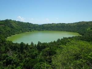 le-lac-dziani-dzaha-d-origine-volcanique